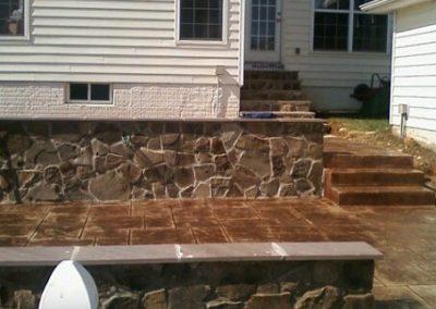 Ashlar Slate Stamped Patio with Masonry Walls
